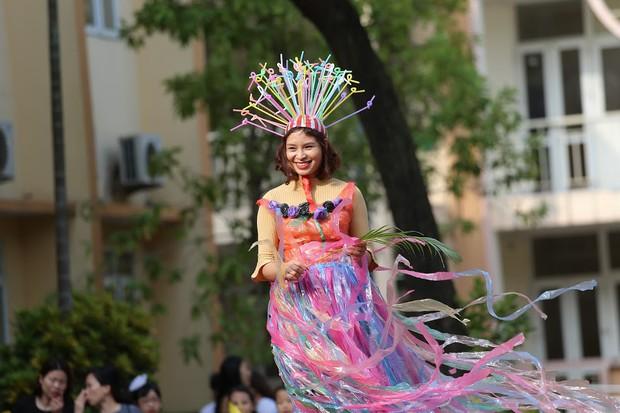 Độc đáo chương trình biểu diễn thời trang chung tay bảo vệ môi trường của học sinh Hà Nội - Ảnh 3.
