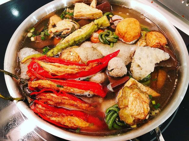 """Khổ qua cà ớt - món ăn nghe tên ngộ nghĩnh nhưng ngon """"số dzách"""" ở phố người Hoa Sài Gòn - Ảnh 2."""