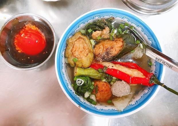 """Khổ qua cà ớt - món ăn nghe tên ngộ nghĩnh nhưng ngon """"số dzách"""" ở phố người Hoa Sài Gòn - Ảnh 4."""