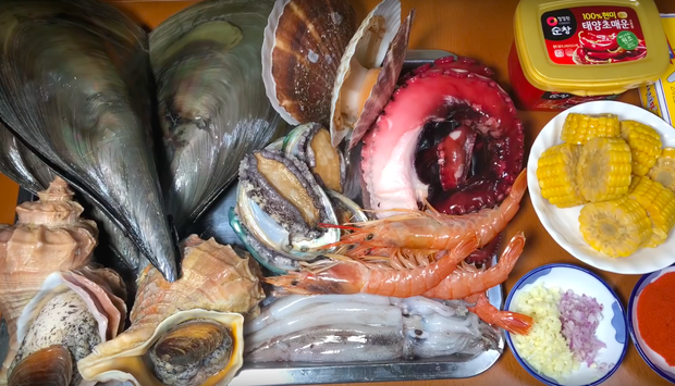 """Hiện tượng MXH Quỳnh Trần JP đang sở hữu 4 video khủng nhất nhì giới Youtube ẩm thực Việt: toàn món đắt tiền, mukbang đúng kiểu """"dạ dày không đáy"""" - Ảnh 9."""