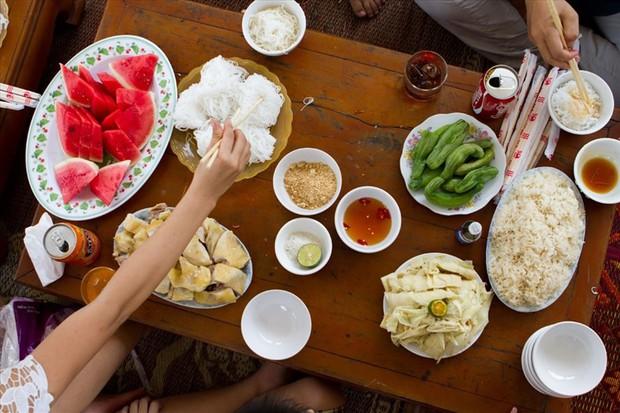 57% người Việt ăn thiếu rau, thừa muối và bia rượu - Ảnh 1.