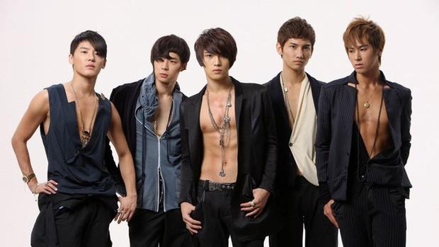 Kpop cứ 5 năm 1 lần lại chứng kiến toàn sự kiện chấn động: Nhóm nhạc quốc dân mất thành viên; kiện tụng, scandal khiến loạt idol rút khỏi làng giải trí - Ảnh 1.