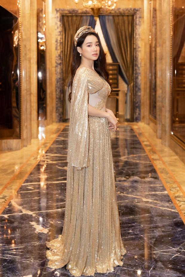 Ngập sắc vàng kim cả một thảm đỏ: Lan Ngọc đài các đúng kiểu Crazy Rich Asian, Nhã Phương long lanh tựa nữ thần - Ảnh 3.