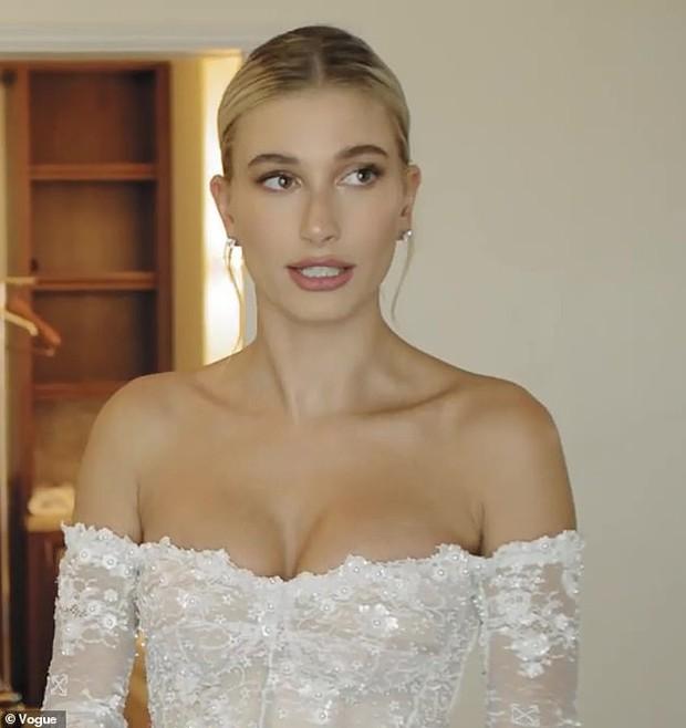 Lộ hậu trường hoàn toàn Hailey mặc váy cưới: Nhan sắc, body đỉnh thế này bảo sao Justin nguyện dành cả đời ở bên - Ảnh 6.