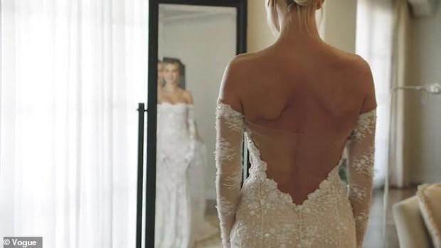 Lộ hậu trường hoàn toàn Hailey mặc váy cưới: Nhan sắc, body đỉnh thế này bảo sao Justin nguyện dành cả đời ở bên - Ảnh 5.