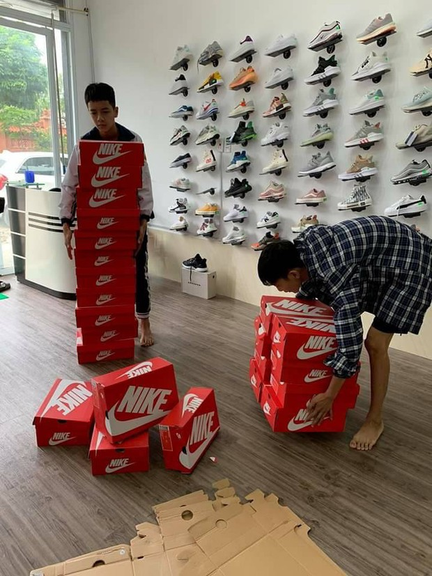 20/10 tặng mỗi bạn nữ trong lớp một đôi giày Nike nhưng món quà bên trong chiếc hộp mới thực sự bất ngờ, lớp học chất chơi nhất đây rồi - Ảnh 8.