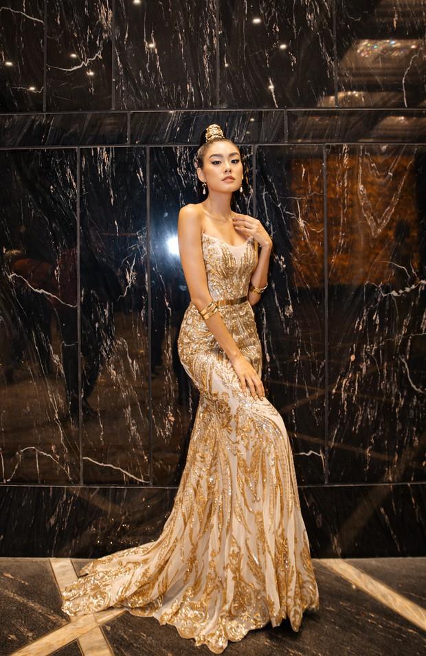 Ngập sắc vàng kim cả một thảm đỏ: Lan Ngọc đài các đúng kiểu Crazy Rich Asian, Nhã Phương long lanh tựa nữ thần - Ảnh 12.