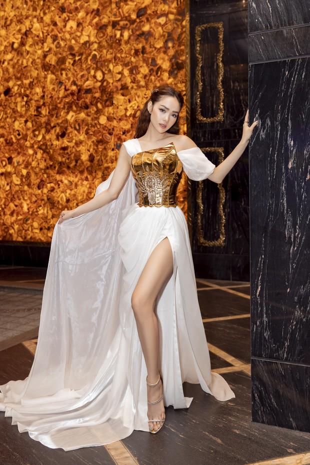 Ngập sắc vàng kim cả một thảm đỏ: Lan Ngọc đài các đúng kiểu Crazy Rich Asian, Nhã Phương long lanh tựa nữ thần - Ảnh 11.