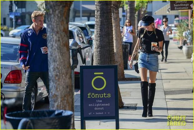 Hẹn hò tình trẻ kém 5 tuổi, Miley Cyrus gây sốt với visual lên hương, đôi chân dài tít tắp chiếm spotlight - Ảnh 5.