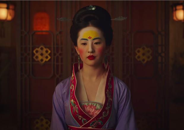 Mulan của Lưu Diệc Phi nhận về mớ gạch ở suất chiếu thử, Disney tức tốc quay bổ sung liền 4 tháng! - Ảnh 3.