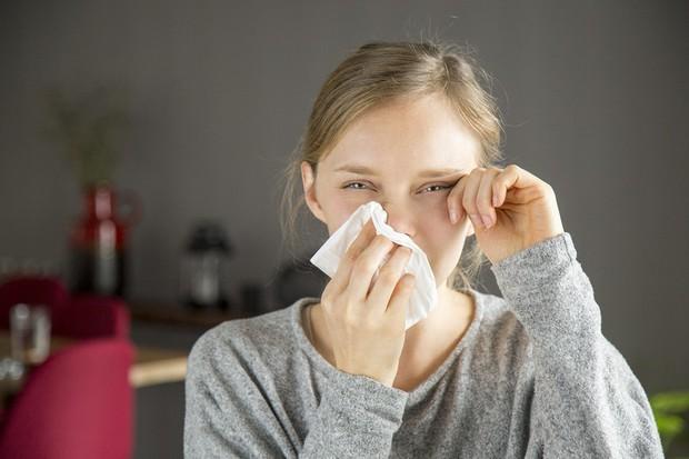 Chú ý các loại bệnh nguy hiểm này có biểu hiện ngứa mắt khi mùa thu đến - Ảnh 2.