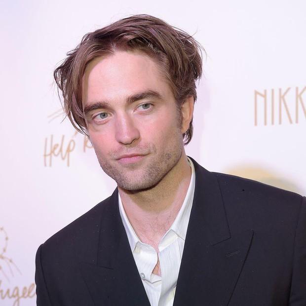 Đỏ mặt với sở thích tự sướng mỗi khi đóng phim của Người Dơi Robert Pattinson: Anh đẹp trai nhưng hơi sai sai! - Ảnh 2.