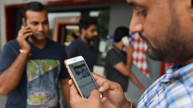 Bang ở Ấn Độ cấm dùng điện thoại di động trong trường đại học, cao đẳng - Ảnh 1.