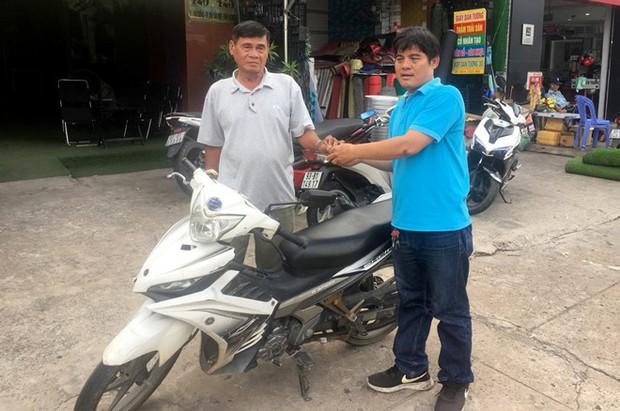 Sau 1 ngày bàn giao lại xe máy, hiệp sĩ Nguyễn Thanh Hải được tặng xe mới trị giá 50 triệu đồng - Ảnh 1.