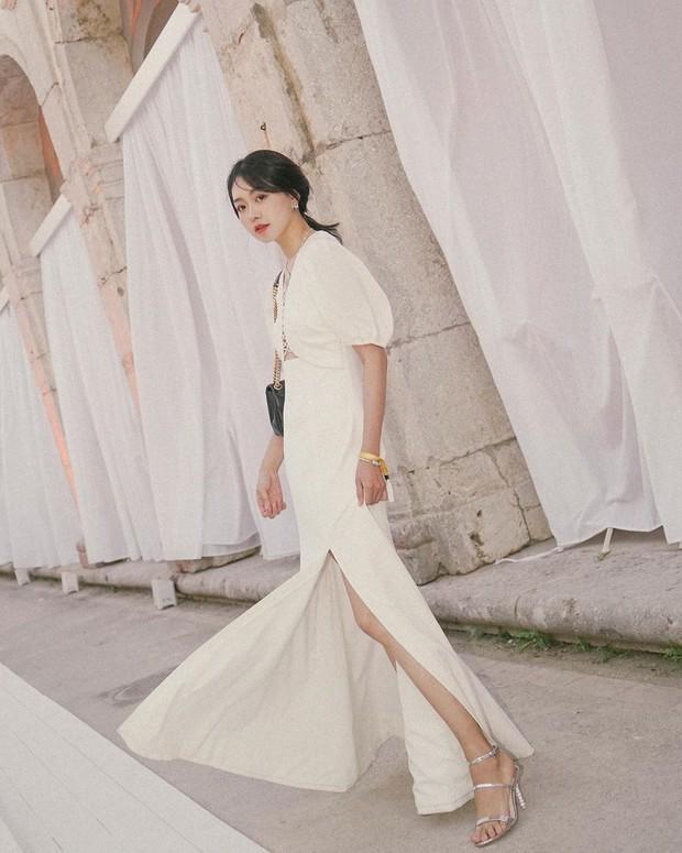 Bỗng thấy không kiểu váy nào vượt qua được váy dài về độ sang chảnh, yêu kiều và hợp rơ với tiết trời se lạnh - Ảnh 14.