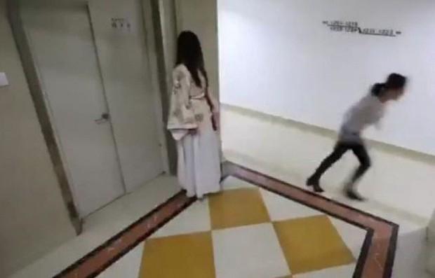 Đi ăn khuya về nhà gặp ma nữ áo trắng, người đàn ông không sợ mà tung chưởng đánh luôn làm đối phương gãy 2 xương sườn - Ảnh 3.
