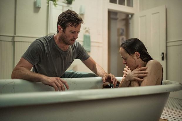 Wounds: Phim kinh dị dở toàn tập của mỹ nhân 50 Sắc Thái, người sợ gián hãy chạy ngay và luôn! - Ảnh 5.