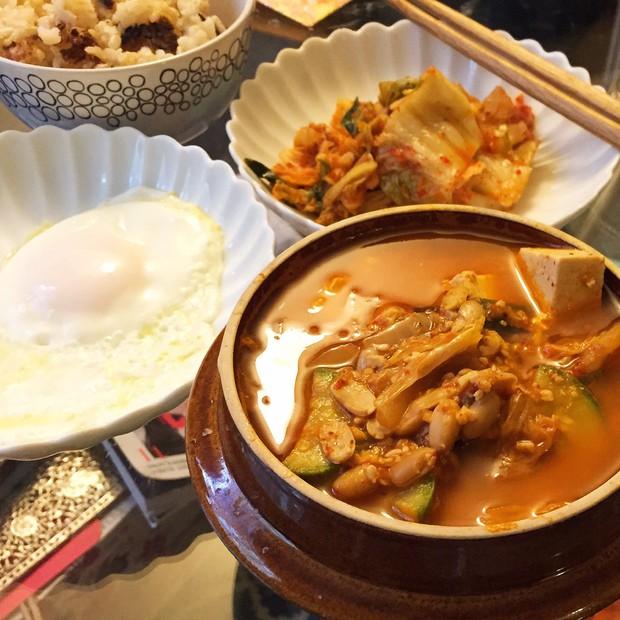 """""""Súp xác thối"""" Hàn Quốc: nghe có vẻ khó ăn nhưng lại là đặc sản nổi tiếng của xứ sở kim chi - Ảnh 1."""