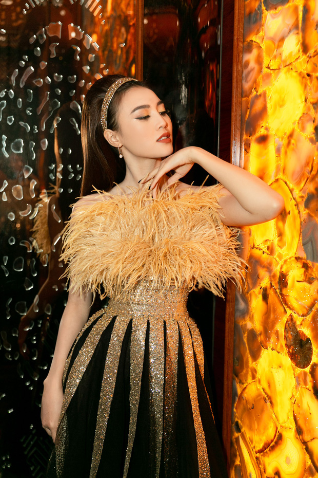 Ngập sắc vàng kim cả một thảm đỏ: Lan Ngọc đài các đúng kiểu Crazy Rich Asian, Nhã Phương long lanh tựa nữ thần - Ảnh 2.