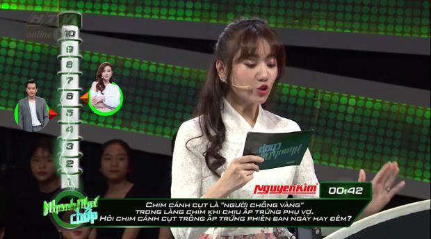 Nhanh như chớp: Hari Won lại bị chê bai về cách đọc câu hỏi, khiến Trường Giang phải sửa lỗi chính tả - Ảnh 2.