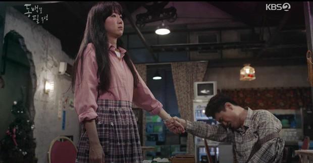 """7 khoảnh khắc dễ thương vô cực ở Khi Cây Trà Trổ Hoa: Chị đại trót hôn trai trẻ rồi bảo """"Hay anh kiện em đi!"""" - Ảnh 4."""
