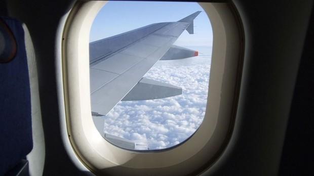 Bỏ túi ngay các mẹo giúp bạn sống sót trên chuyến bay dài, mẹo cuối cùng đảm bảo thành công trong mọi trường hợp - Ảnh 3.