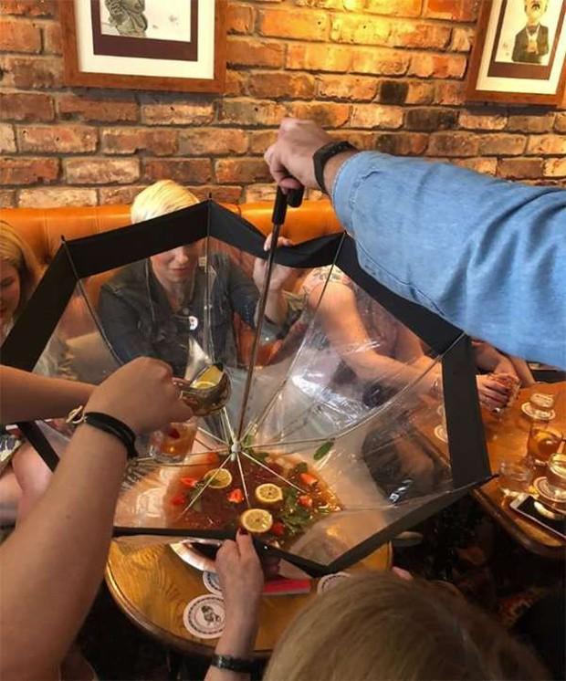"""Những pha trình bày món ăn như… muốn đuổi khách đi của các nhà hàng """"dị"""" nhất thế giới, cẩn thận xem xong """"nghẹn""""! - Ảnh 31."""