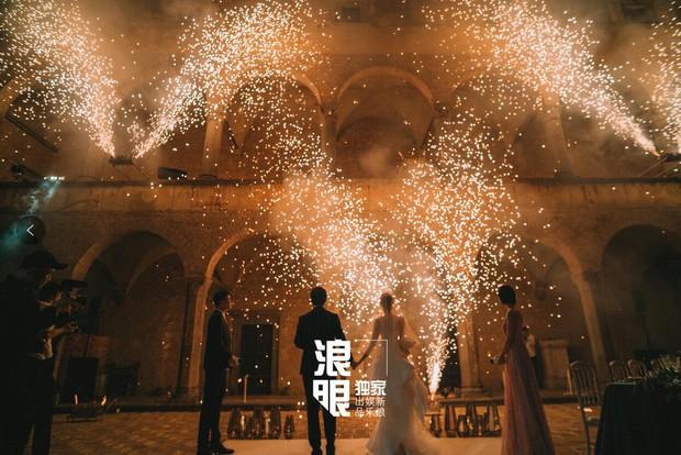Cao Quý Phi từng bị con trai Trương Quốc Lập đánh thừa sống thiếu chết bất ngờ tổ chức hôn lễ siêu hoành tráng tại Ý - Ảnh 2.