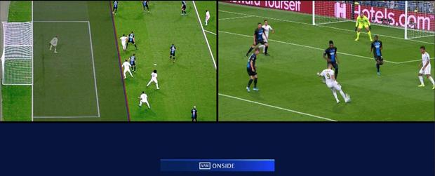 Courtois để thủng lưới hài hước, VAR cứu Real Madrid thoát khỏi trận thua nhục nhã trên sân nhà - Ảnh 8.
