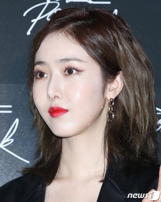 Nữ idol xấu nhất lịch sử Kpop lột xác quá đỉnh, nhưng màn hù dọa với mặt trắng bệch của dàn sao Hàn mới gây sốc - Ảnh 7.