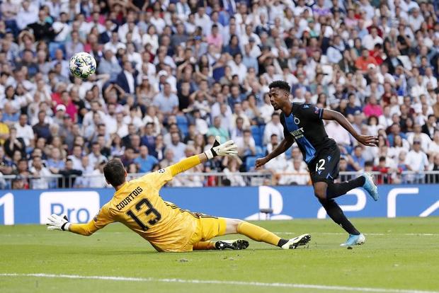 Thủ thành từng chấp nhận mang tiếng làm phản để gia nhập Real Madrid tiếp tục phong độ tệ hại, bị HLV thay ra sau chỉ 45 phút có mặt trên sân - Ảnh 2.