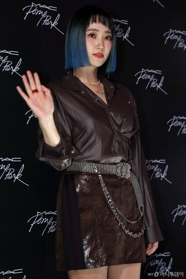 Nữ idol xấu nhất lịch sử Kpop lột xác quá đỉnh, nhưng màn hù dọa với mặt trắng bệch của dàn sao Hàn mới gây sốc - Ảnh 14.