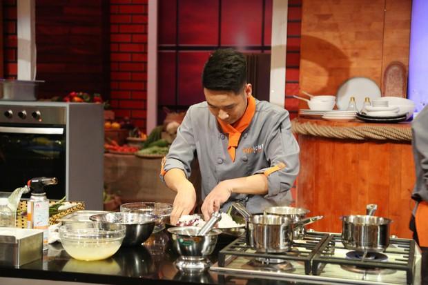 Top Chef Vietnam: Các thí sinh bức xúc với đầu bếp ăn trộm nguyên liệu của đối thủ - Ảnh 2.