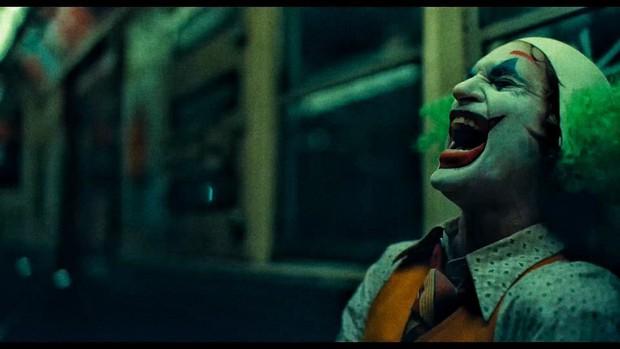 Review Joker: Tuyệt tác điện ảnh phi thường đến mức đẫm máu của Gã Hề! - Ảnh 7.
