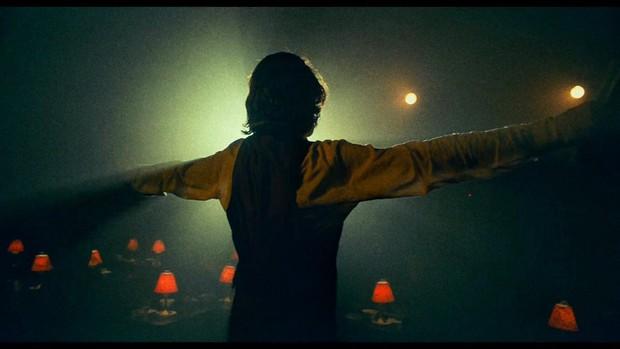 Review Joker: Tuyệt tác điện ảnh phi thường đến mức đẫm máu của Gã Hề, bộ phim không dành cho đại chúng! - Ảnh 12.