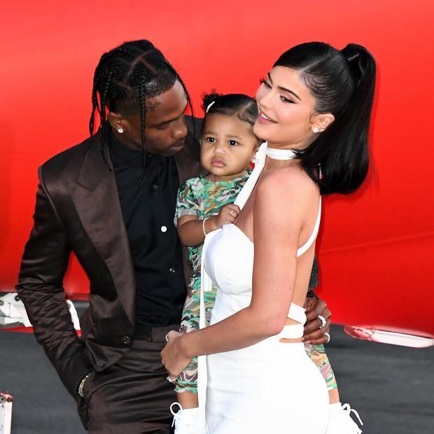 NÓNG: Tỉ phú tự thân trẻ nhất thế giới Kylie Jenner và Travis Scott đường ai nấy đi sau 2 năm và dù đã có con? - Ảnh 1.
