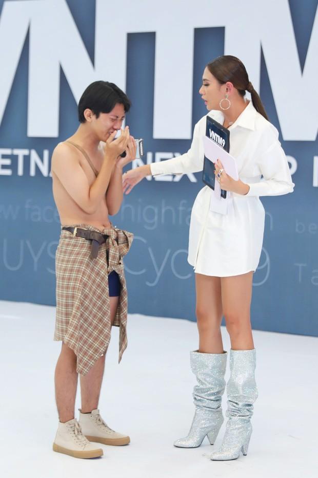 Chưa vào nhà chung, Thánh chửi Phạm Thoại đấu khẩu gay gắt với thí sinh Next Top trên mạng xã hội - Ảnh 1.