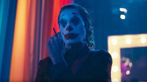 Review Joker: Tuyệt tác điện ảnh phi thường đến mức đẫm máu của Gã Hề! - Ảnh 13.