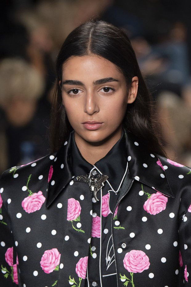 Paris Fashion Week tràn ngập những xu hướng beauty đẹp rụng rời, không ngắm quả là phí của giời - Ảnh 5.