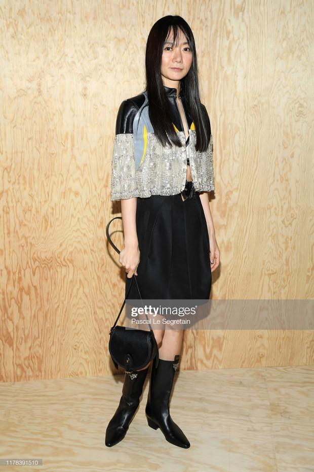 Gừng càng già càng cay: Dương Thừa Lâm chặt đẹp toàn bộ sao châu Á, chấp cả Địch Lệ Nhiệt Ba tại show Louis Vuitton - Ảnh 4.