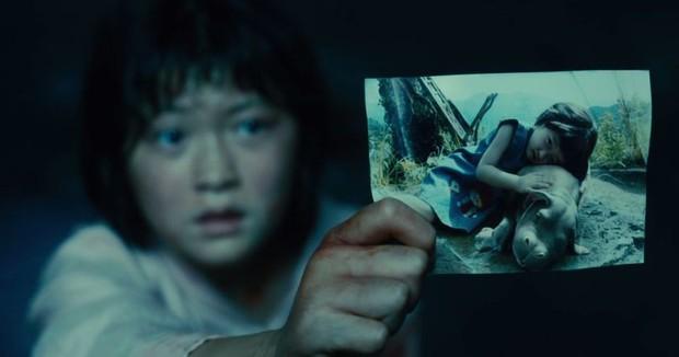 4 hành vi tàn bạo của con người với thiên nhiên bị phim ảnh lột trần: Bom tấn của Song Joong Ki làm khán giả phải khóc - Ảnh 8.