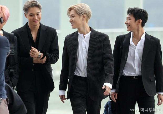 Choáng vì biệt đội Avengers toàn nam thần nhà SM biến sân bay thành phim: Cực phẩm, idol lai lấn át EXO, SHINee - Ảnh 9.