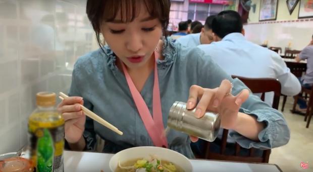 Nói tiếng Việt có thể đôi khi chưa rõ nhưng Hari Won lại rất am hiểu ẩm thực Việt, từ ngày cưới Trấn Thành còn thường xuyên đi review ăn uống như ai - Ảnh 6.