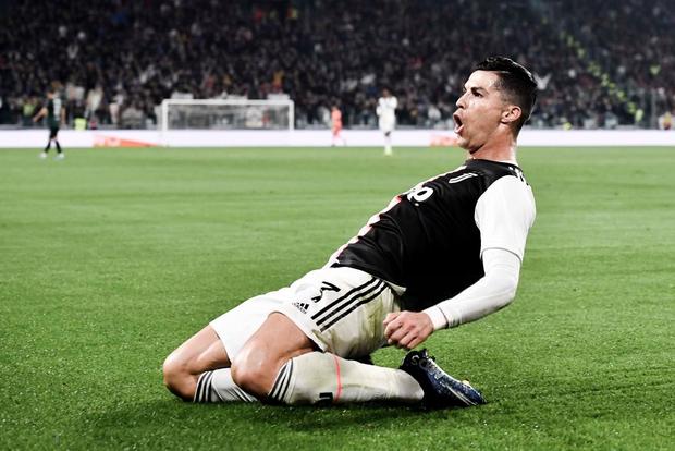 Video: Ronaldo độc diễn ghi bàn thứ 701 trong ngày nhận quà độc - Ảnh 5.