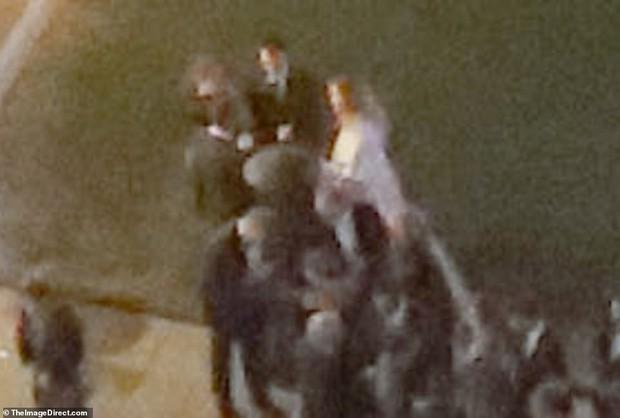 Hôn lễ mỹ nhân X-Men Jennifer Lawrence: Adele và dàn siêu sao đến dự, lâu đài thắt chặt an ninh, xe cứu thương bỗng xuất hiện - Ảnh 4.