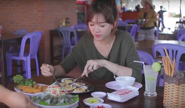Nói tiếng Việt có thể đôi khi chưa rõ nhưng Hari Won lại rất am hiểu ẩm thực Việt, từ ngày cưới Trấn Thành còn thường xuyên đi review ăn uống như ai - Ảnh 19.