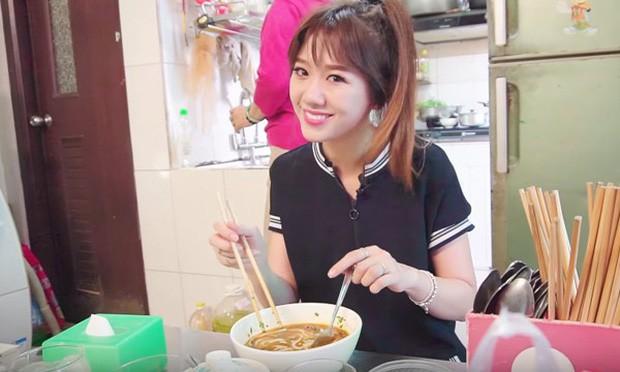 Nói tiếng Việt có thể đôi khi chưa rõ nhưng Hari Won lại rất am hiểu ẩm thực Việt, từ ngày cưới Trấn Thành còn thường xuyên đi review ăn uống như ai - Ảnh 21.