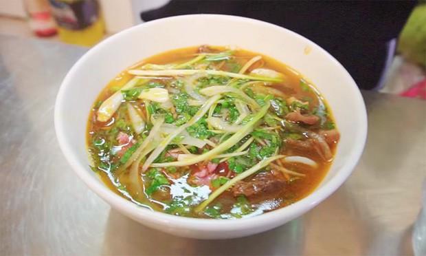 Nói tiếng Việt có thể đôi khi chưa rõ nhưng Hari Won lại rất am hiểu ẩm thực Việt, từ ngày cưới Trấn Thành còn thường xuyên đi review ăn uống như ai - Ảnh 24.