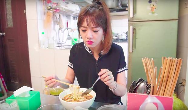 Nói tiếng Việt có thể đôi khi chưa rõ nhưng Hari Won lại rất am hiểu ẩm thực Việt, từ ngày cưới Trấn Thành còn thường xuyên đi review ăn uống như ai - Ảnh 23.