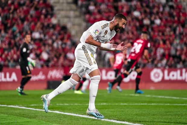 Thua sốc đội bóng trong nhóm cầm đèn đỏ, Real Madrid đánh mất ngôi đầu La Liga vào tay đại kình địch Barcelona - Ảnh 5.